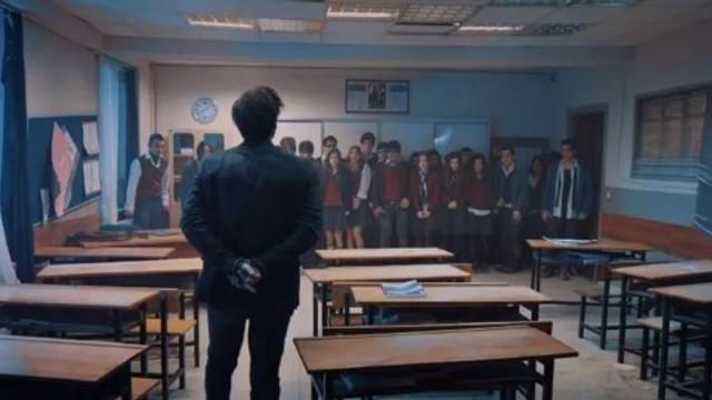 Öğretmen dizisi sosyal medyada olay yarattı