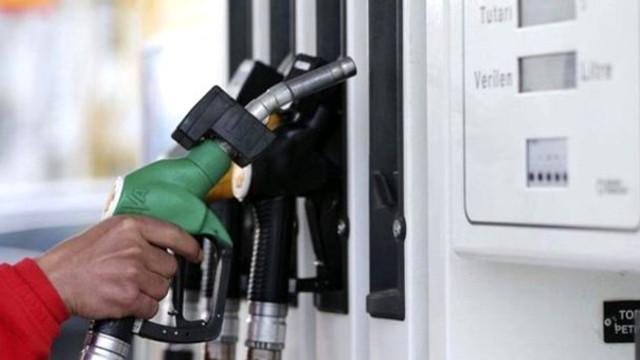 Dün 8 kr zamlanan benzine 14 kr indirim daha geliyor