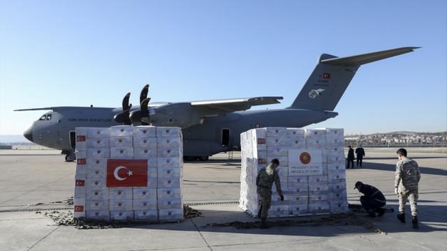 Türkiye'den İngiltere ve Libya'ya tıbbi malzeme yardımı