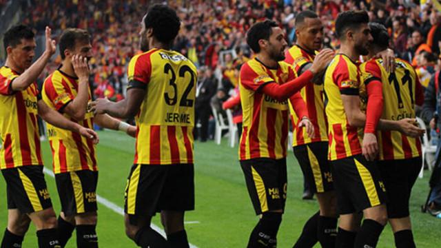 Göztepe'de futbolcular gruplar halinde çalıştı