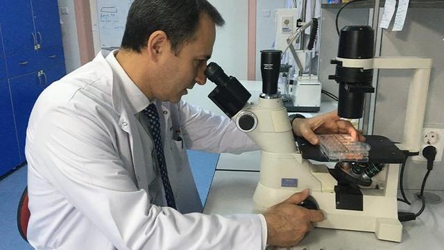 Türk profesörü koronavirüs aşısı için tarih verdi