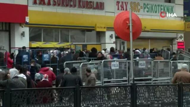 İstanbul'da kapalı şube önünde yardım kuyruğu !