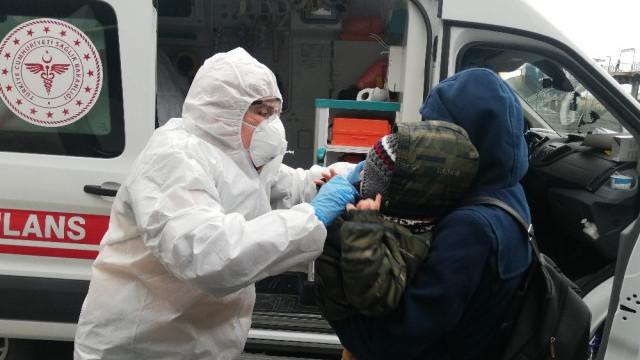 Metrobüste panik! Hasta çocuklar ambulansla hastaneye götürüldü
