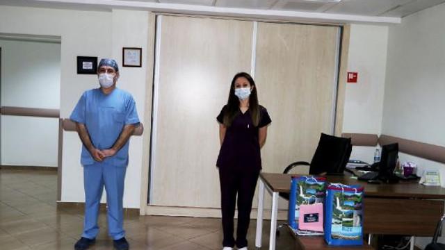 Koronavirüsü yenen 2 hemşire göreve döndü