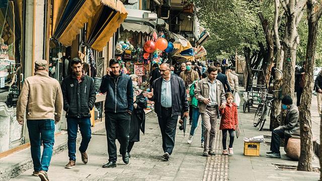 İran'da okullar yeniden açılıyor