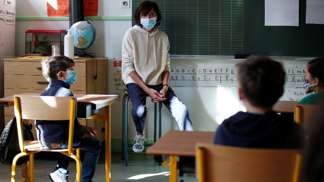 Normalleşemediler! Bir çocukta koronavirüs görüldü, okullar kapandı