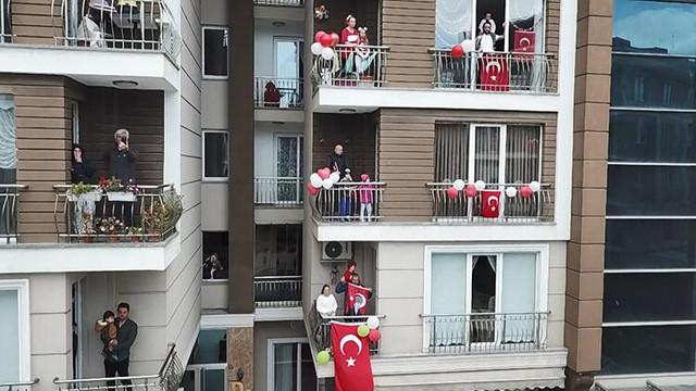 Saat 19:19'da herkes balkonlara!