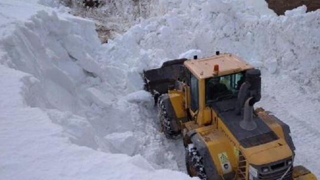 O ilçede Mayıs ayında karla mücadele devam ediyor!