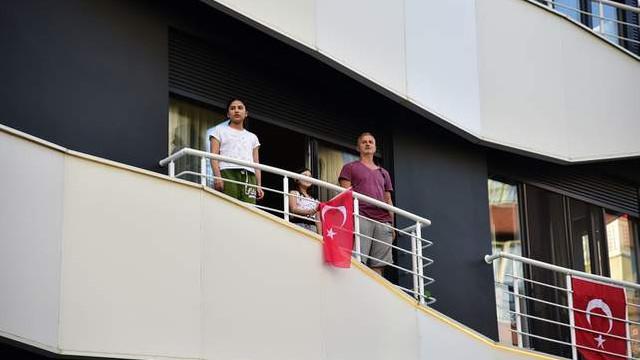 İstiklal Marşı Kadıköy'ün balkonlarından yükseldi