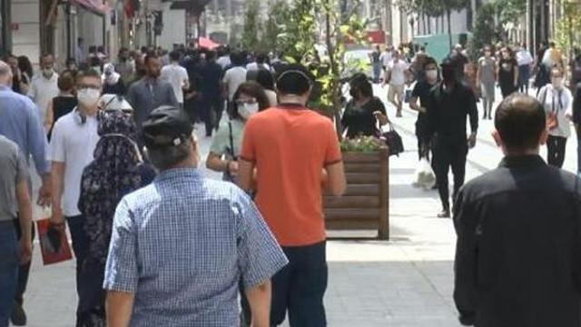 İstiklal Caddesi'nde korkutan kalabalık!