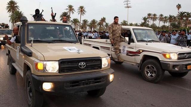 Libya ordusu bir beldeyi daha ele geçirdi