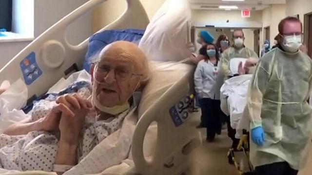 İkinci Dünya Savaşı gazisi 100 yaşındaki yaşlı adam koronavirüsü yendi