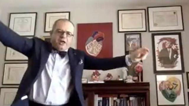 Mehmet Çilingiroğlu canlı yayında zeybek oynadı
