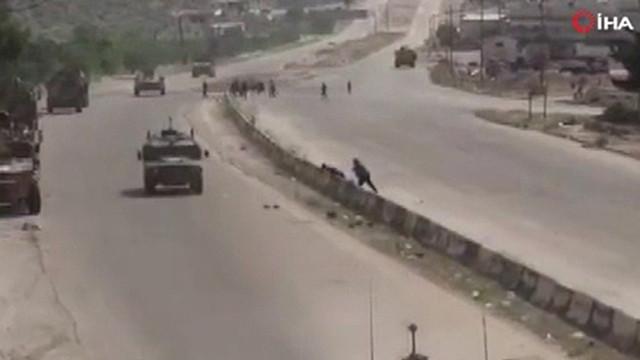 Suriye'de Rus askeri konvoyunun böyle taşladılar