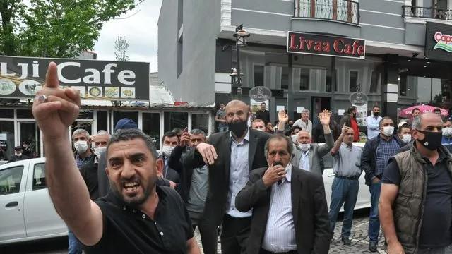 Kars'ta ihale gerginliği! ''Kayyum kayyum'' sloganları attılar