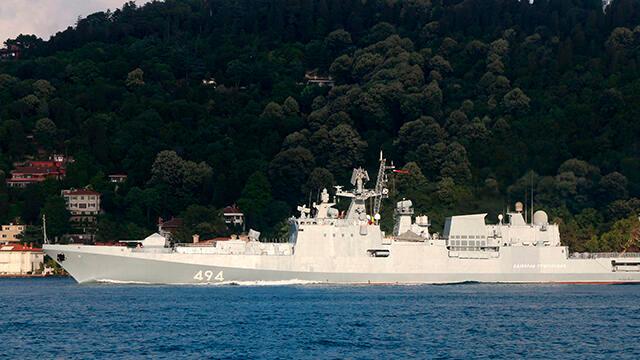 Rus savaş gemisi, İstanbul Boğazı'ndan geçip Karadeniz'e açıldı