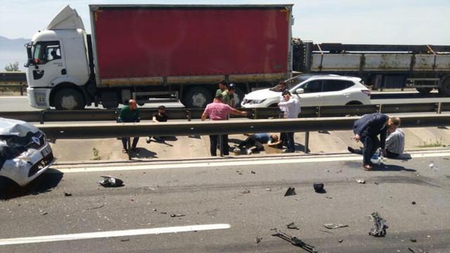 Kaza sonrası araçtan inenlere otomobil çarptı: Yaralılar var!
