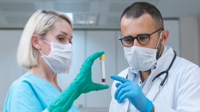 Alman bilim insanları açıkladı: Soğuk algınlığı koronadan korur mu?
