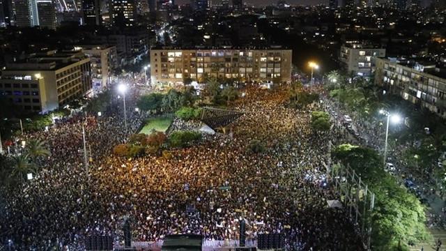 Netanyahu'ya soğuk duş! Binlerce kişi sokaklara döküldü