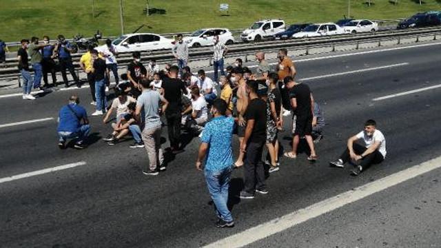 TEM'de bir grup eylemci yolu kapattı!