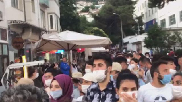 Heybeliada deniz ulaşımına kapatıldı, yüzlerce kişi mahsur kaldı!