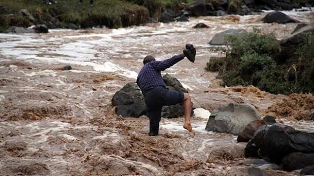 Geceyarısı acı haber! Sele kapılan bir çocuk öldü