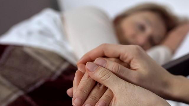Ölüm döşeğindeki hastalar sevdiklerini duyabiliyor mu?