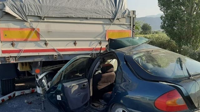 TIR'a arkadan çarptı: 1 ölü