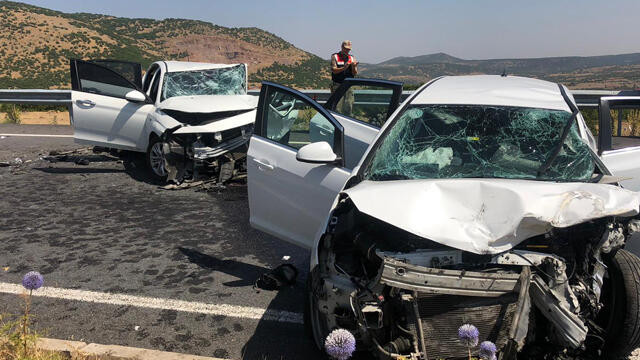 Bingöl'de otomobiller çarpıştı: 2 ölü, 5 yaralı