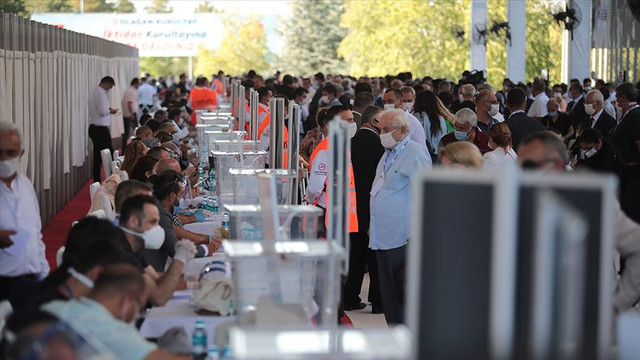 CHP kurultayında ikinci gün: PM seçimi için 222 aday başvurdu
