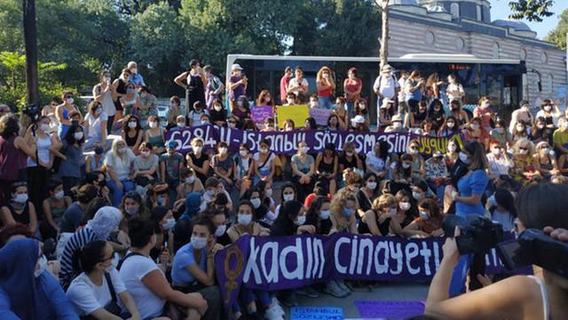 İstanbul'da İstanbul Sözleşmesi'ni savunan kadınlara gözaltı!