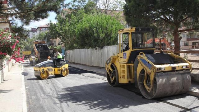 Kartal'da asfalt serim çalışmaları 7/24 devam ediyor