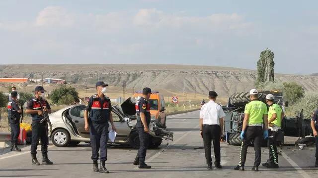 Çankırı'da dehşet kaza: 3'ü ağır 8 yaralı