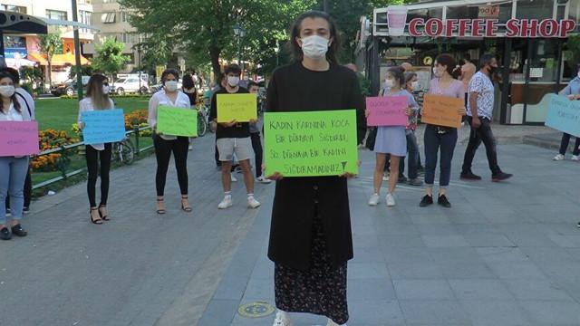 Erkek öğrenci kadına şiddete farkındalık oluşturmak için etek giydi