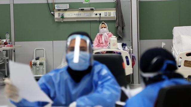 İran'da binlerce sağlık çalışanı koronavirüs kaptı