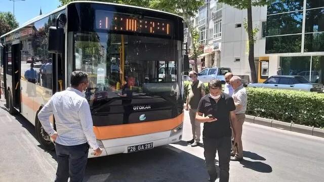 Otobüs şoförünün başına satırla vuran sürücü yakalandı