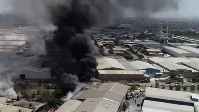 Konya'da hurda fabrikasında yangın!