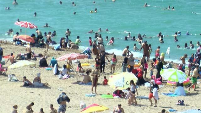 İstanbul'da plajlar tıklım tıklım!