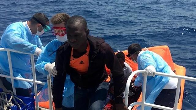 İzmir'de 26 sığınmacı kurtarıldı