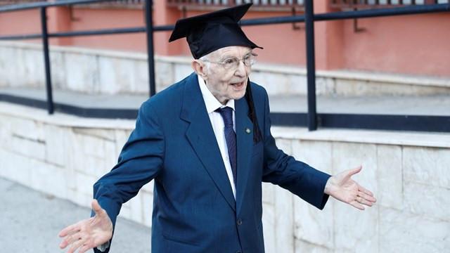 96 yaşında üniversite mezunu oldu!