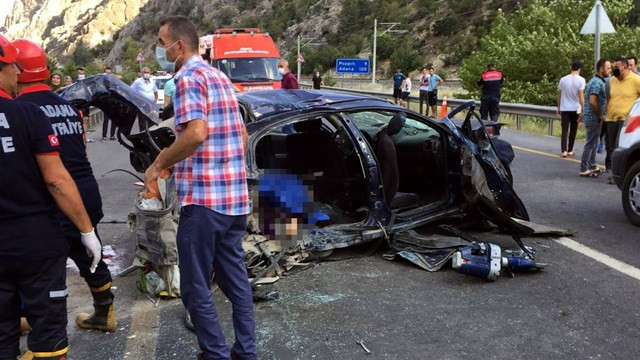 Bayram yolunda 14 kişi hayatını kaybetti