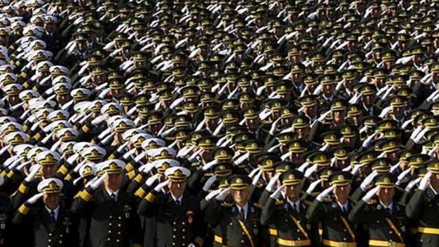 TSK'da 600 albay emekliye sevk edildi