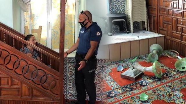 Camiye girdi, ortalığı savaş alanına çevirdi