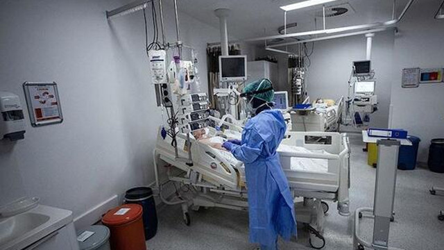 Sağlık çalışanlarına ''iş kıyafeti'' uyarısı