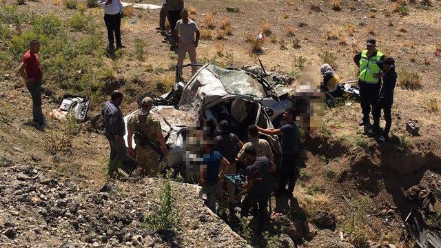 Ağrı'da korkunç kaza: 3 kişi hayatını kaybetti