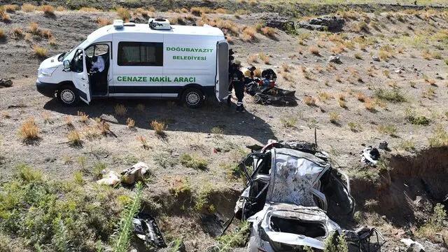 Ağrı'da otomobil şarampole yuvarlandı: 4 kişi hayatını kaybetti