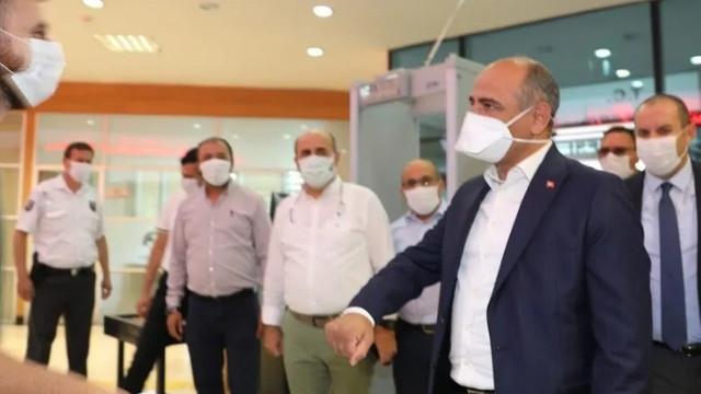 Koronavirüsü atlatan belediye başkanı iş başı yaptı