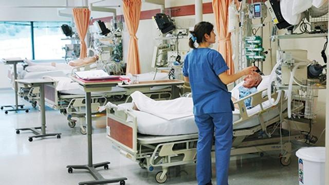 ''Serviste bekletilen yoğun bakım hastaları var''