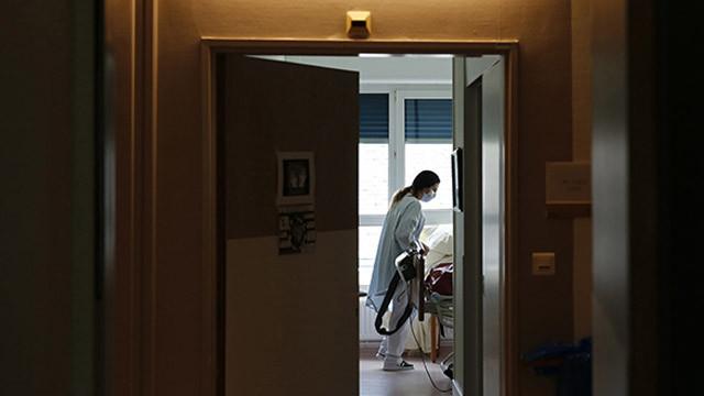 Fransa'da son 24 saatte 9 bin 784 koronavirüs vakası tespit edildi
