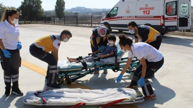 Gözünden yaralanan 8 yaşındaki çocuk ambulans helikopterle alındı